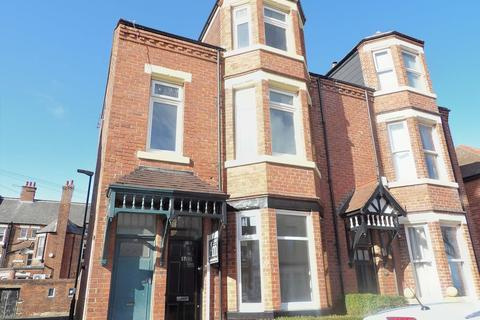 2 bedroom ground floor flat for sale - Trajan Avenue, Lawe Top, South Shields, Tyne and Wear, NE33 2AN