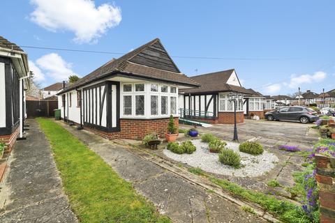 4 bedroom bungalow for sale - Cardinal Road, Ruislip, HA4