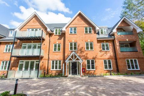 3 bedroom flat to rent - Orchid House, Carew Road, Northwood