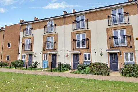 4 bedroom townhouse to rent - Clenshaw Path, Basildon SS14