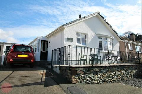 2 bedroom detached bungalow for sale - 43 Brandlehow Crescent, KESWICK, Cumbria