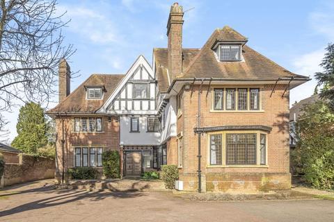 2 bedroom flat to rent - Tudor Gables