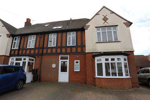 2 bedroom apartment to rent - High Road East, Felixstowe