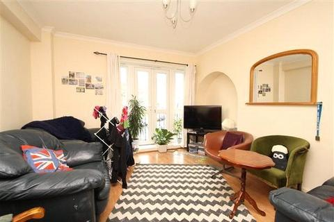 3 bedroom apartment to rent - Denmark Hill Estate, London, SE5