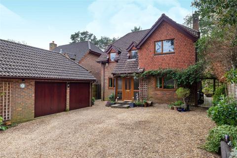 4 bedroom detached house for sale - Rowans Close, Farnborough, Hampshire, GU14