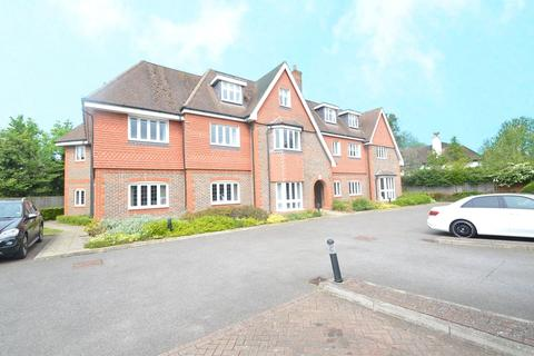 2 bedroom apartment to rent - Old Orchard, Shoppenhangers Road, Maidenhead, Berkshire, SL6
