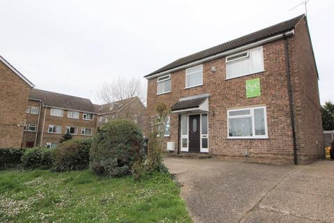 6 bedroom detached house to rent - Forest Road, Colchester