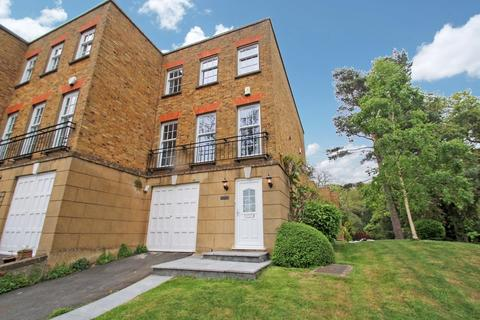 4 bedroom end of terrace house to rent - Woodclyffe Drive, Chislehurst