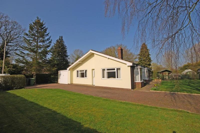2 Bedrooms Bungalow for sale in Hill Road, Spooner Row, WYMONDHAM