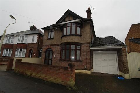 4 bedroom detached house to rent - West Parade, Dunstable