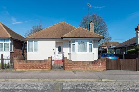 2 bedroom detached bungalow for sale - Kings Avenue, Ramsgate