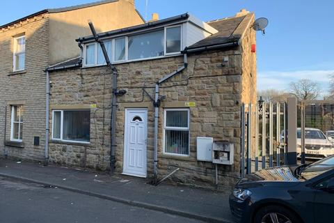 3 bedroom semi-detached house - Miln Road, West Yorkshire, HD1