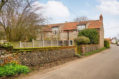 3 bedroom end of terrace house for sale - Kelling