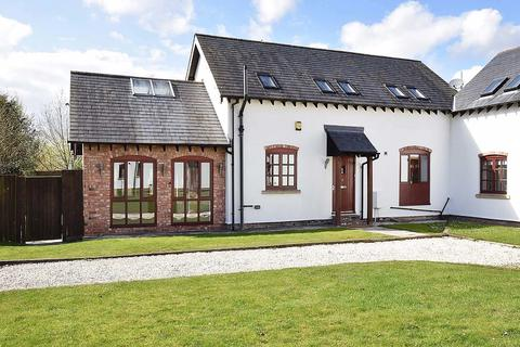 3 bedroom barn conversion to rent - Middlewich Road, Holmes Chapel