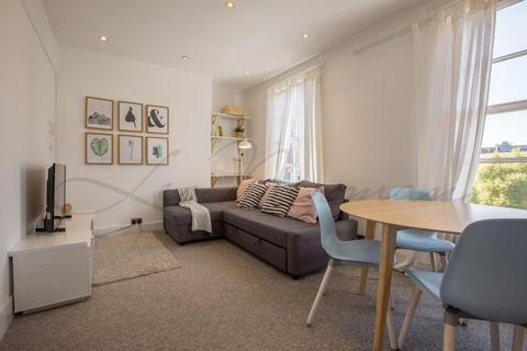 Studio to rent - St Petersburgh Place, Bayswater, W2