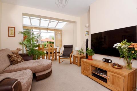 4 bedroom house to rent - Churston Drive London SM4
