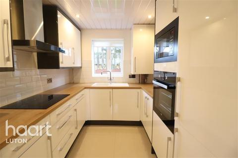 3 bedroom semi-detached house to rent - Rodeheath, Luton