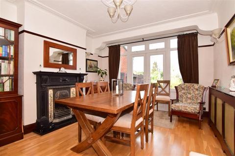 5 bedroom semi-detached house for sale - Park Drive, Upminster, Essex
