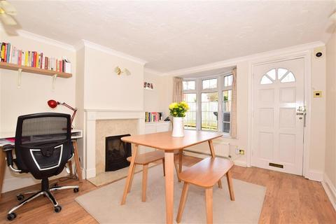 2 bedroom terraced house for sale - Garden Road, Tonbridge, Kent