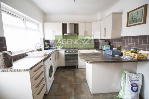 3 bedroom house for sale - Saxon Road, Ilford, IG1