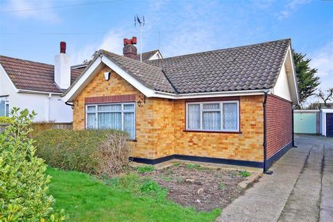 2 bedroom detached bungalow for sale - Hengist Gardens, Wickford, Essex