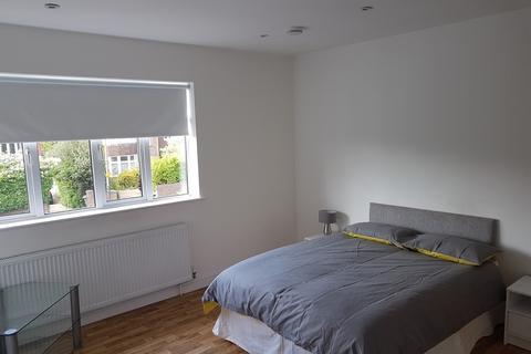 Studio to rent - Court Road London SE9