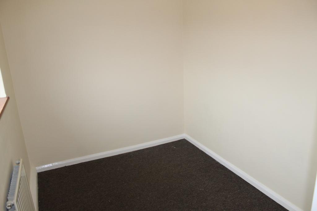 Front bedroom,.JPG
