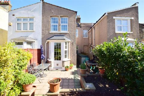3 bedroom terraced house for sale - Westwood Road, Ilford, Essex