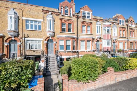 3 bedroom flat to rent - The Gardens East Dulwich SE22