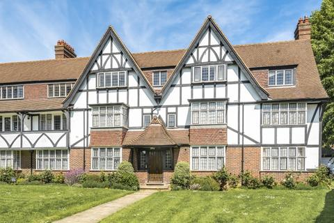 3 bedroom apartment to rent - Queens Drive London W3