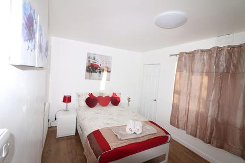 2 bedroom flat to rent - Richard Neale House, Cornwall Street, London, E1