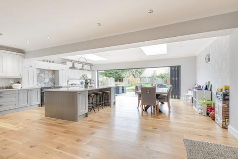 4 bedroom semi-detached house for sale - Court Road, London, SE9