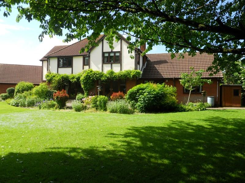 4 Bedrooms Detached House for sale in Ivy Lane, Hedon, HULL