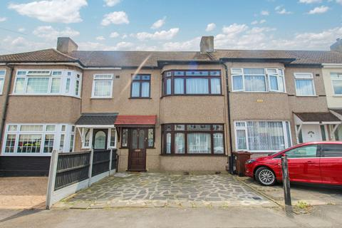3 bedroom terraced house to rent - Fourth Avenue, Romford