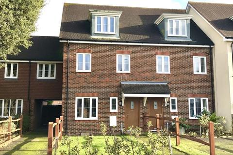 3 bedroom semi-detached house to rent - Woodlands Avenue, Rustington