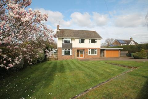 4 bedroom detached house to rent - Keswick Road, Fetcham