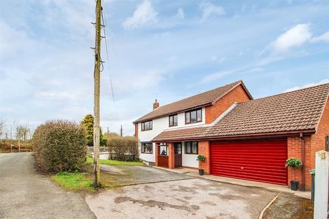 4 bedroom detached house for sale - Tanyfron Road, Vron, Wrexham, LL11