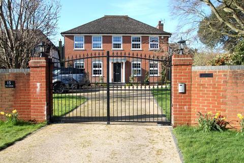 4 bedroom detached house for sale - Mannering Close, River