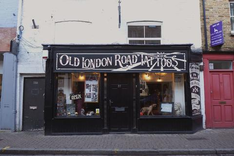Shop to rent - Old London Road, Kingston upon Thames