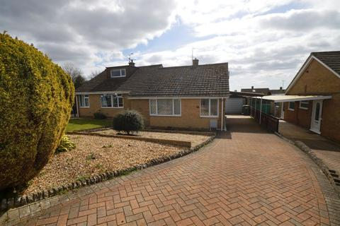 2 bedroom bungalow for sale - Vale Road