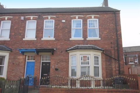 3 bedroom end of terrace house for sale - St Oswins Avenue, Cullercoats, Tyne And Wear, NE30