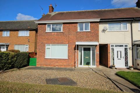 3 bedroom townhouse for sale - Travis Road, Cottingham