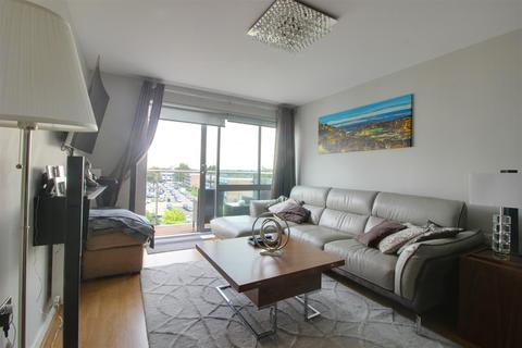 2 bedroom flat for sale - Cosmopolitan Court, Main Avenue, Enfield