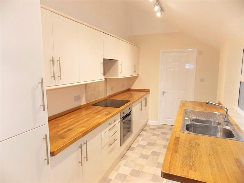 3 Bedrooms Semi Detached House for sale in Norcot Road, Tilehurst, Reading