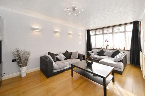 3 bedroom apartment for sale - Abbott Road, London