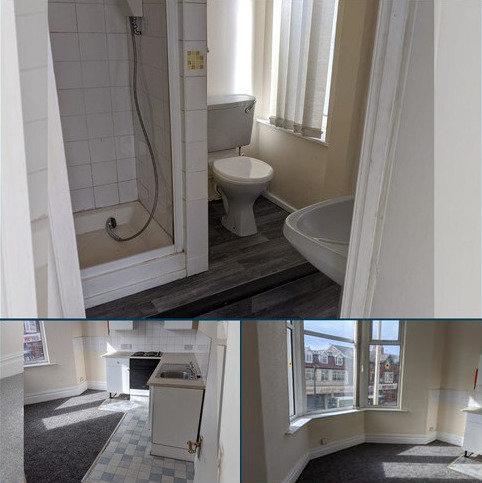 Studio to rent - Queen street, Blackpool FY1