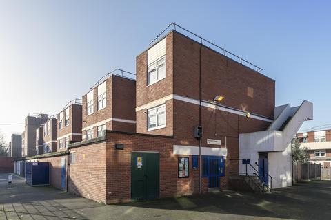 3 bedroom ground floor maisonette for sale - Holmleigh Road Estate, London, N16