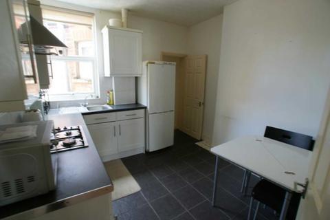 3 bedroom flat to rent - Turnpike Lane, London