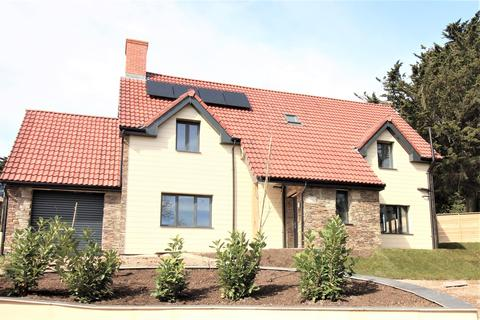 4 bedroom detached house for sale - Stowell Hill Road, Tytherington, Wotton-under-Edge, GL12 8UH