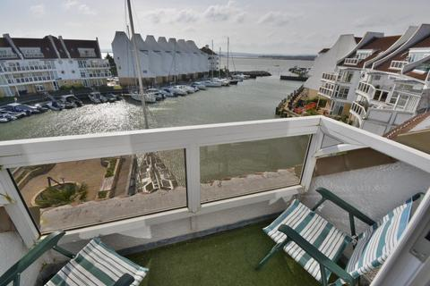 2 bedroom flat for sale - Moriconium Quay, Poole, BH15 4QP